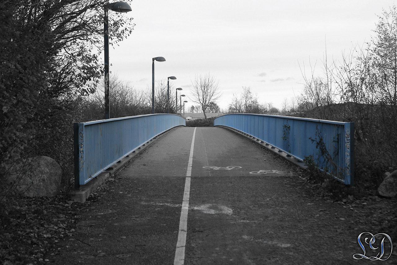 Viser kun de blå nuancer i broen